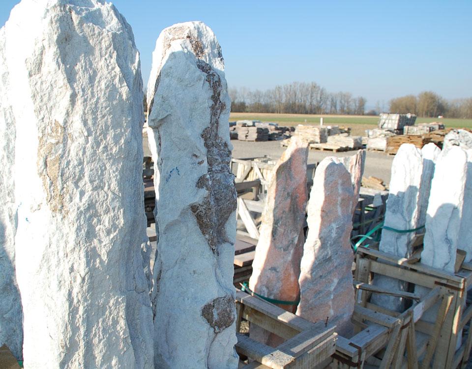 Monolithen, Marmor, versch. Farben