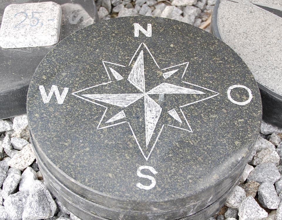 Trittsteine, Kompass, Basalt