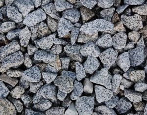 Zierkies, Granit, gebrochen