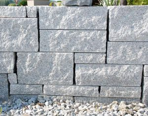 Mauerstein, Granit, gesägt