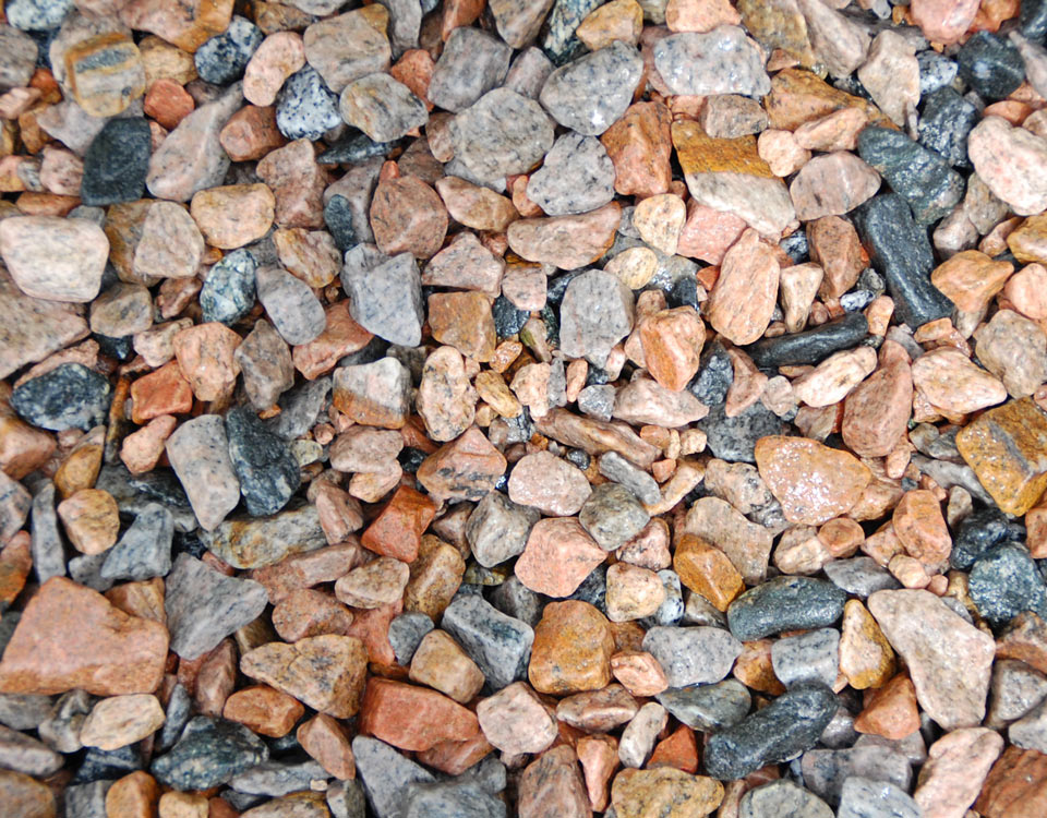 Zierkies, Granit, rot/schwarz, getrommelt