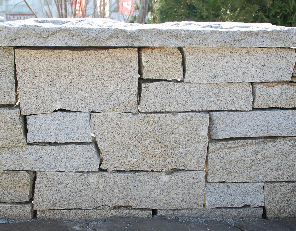 Mauersteine, Granit, gespalten