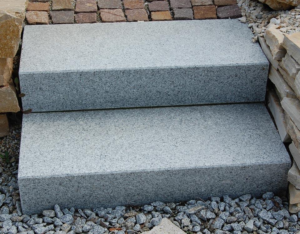 Blockstufen, Granit, geflammt