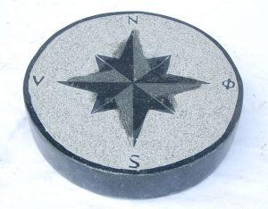 Trittstein, Kompass, Basalt